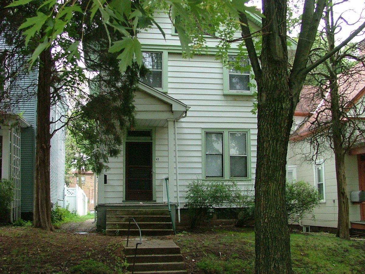 4 Bedrooms 1 Bathroom House for rent at 43 W Oakland in Columbus, OH