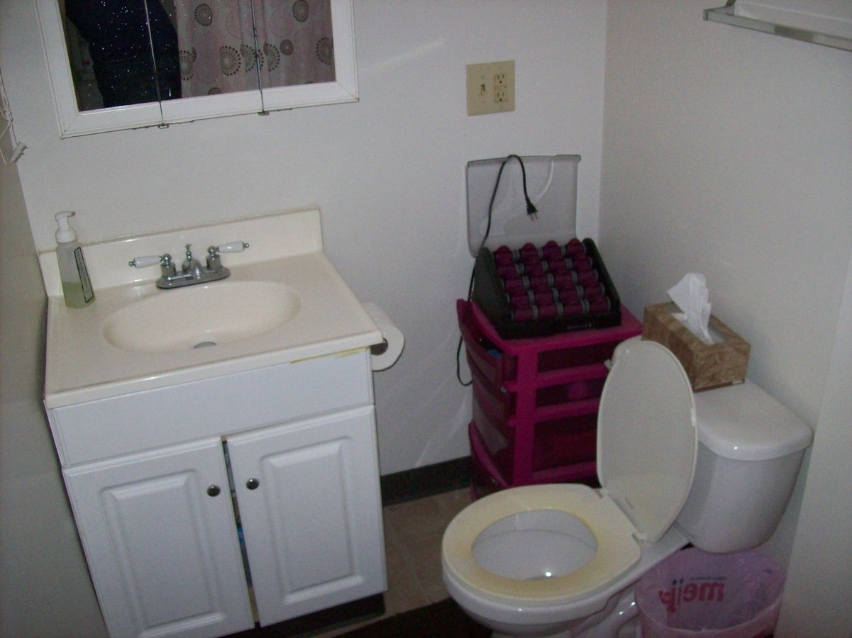 2 Bedrooms 1 Bathroom Apartment for rent at 44 W Northwood in Columbus, OH