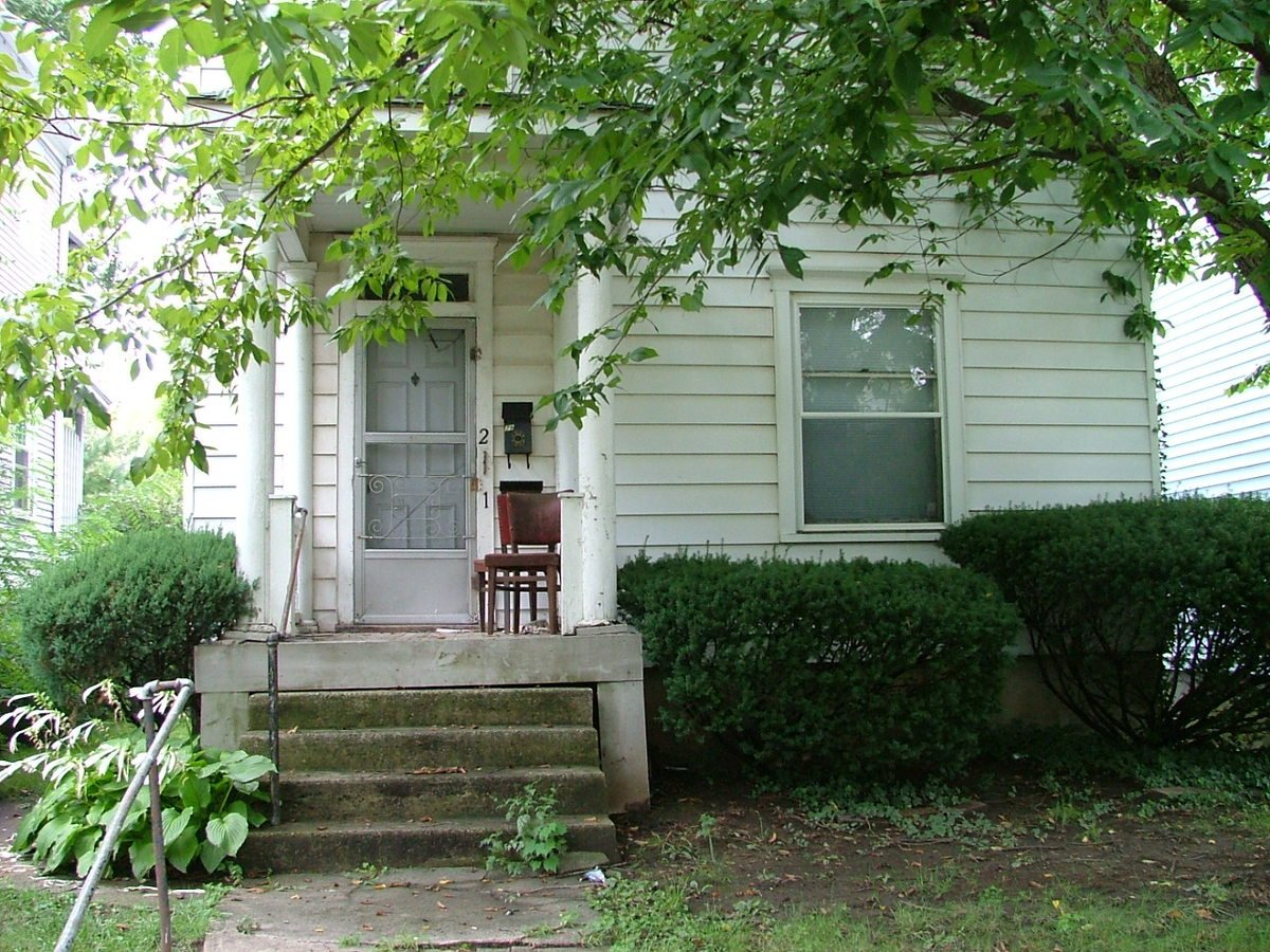 2 Bedrooms 1 Bathroom Apartment for rent at 79 W Oakland in Columbus, OH