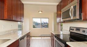 Similar Apartment at 4314 Winslow Pl N