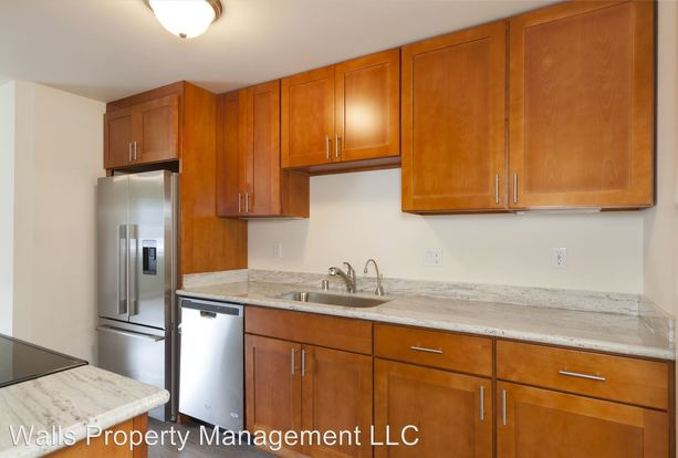 2 Bedrooms 1 Bathroom Apartment for rent at 220 Nw 70th St in Seattle, WA