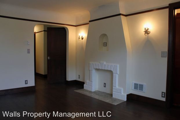 2 Bedrooms 2 Bathrooms Apartment for rent at 6710 Greenwood Avenue in Seattle, WA