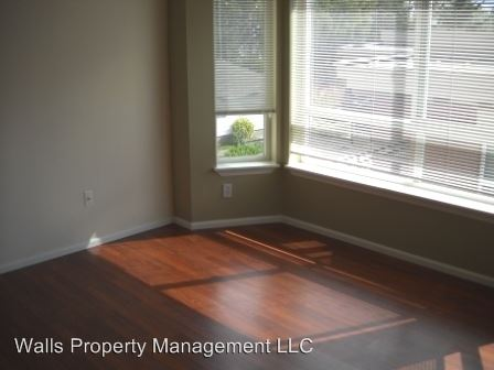 1 Bedroom 1 Bathroom Apartment for rent at 1307 N. 43rd Street in Seattle, WA