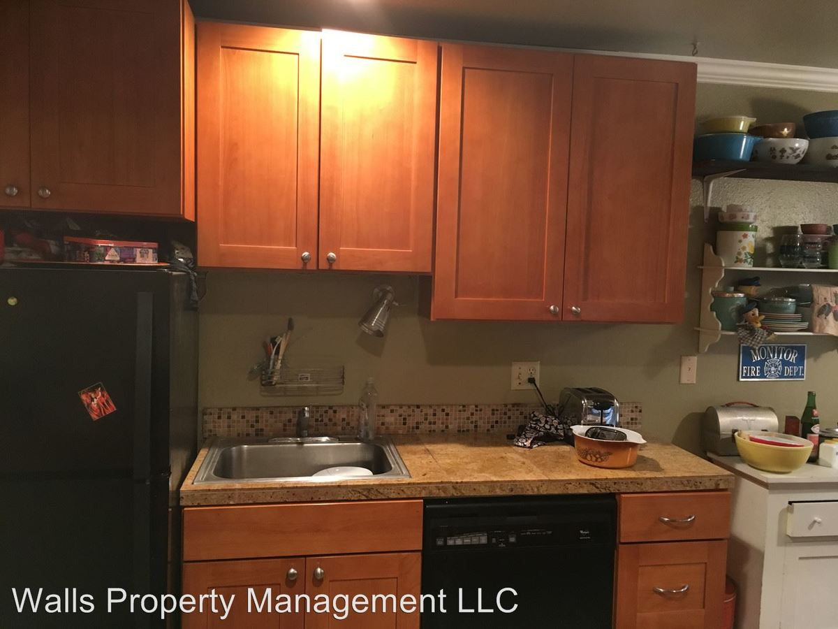 2 Bedrooms 1 Bathroom Apartment for rent at 4311 Dayton Ave N in Seattle, WA