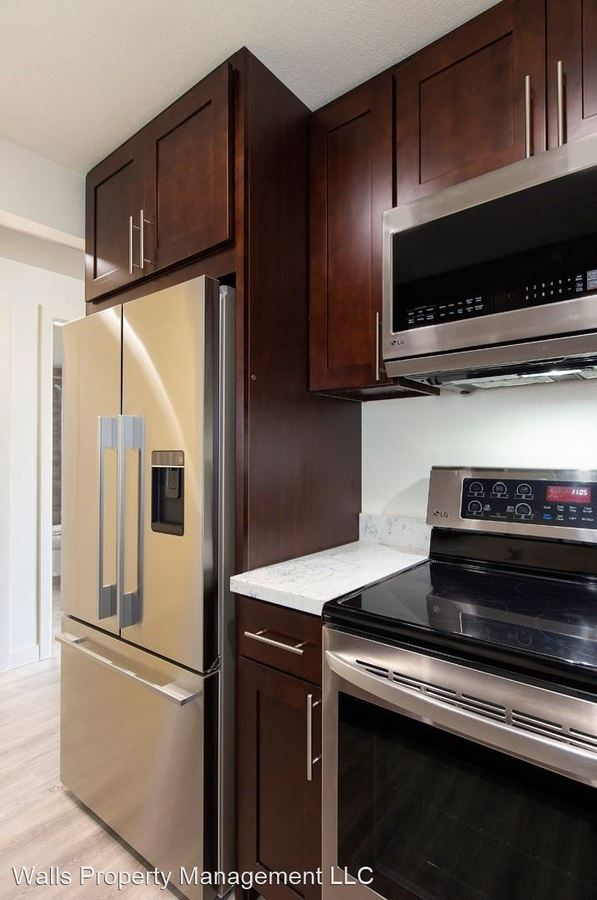 3 Bedrooms 1 Bathroom Apartment for rent at 4311 Dayton Ave in Seattle, WA
