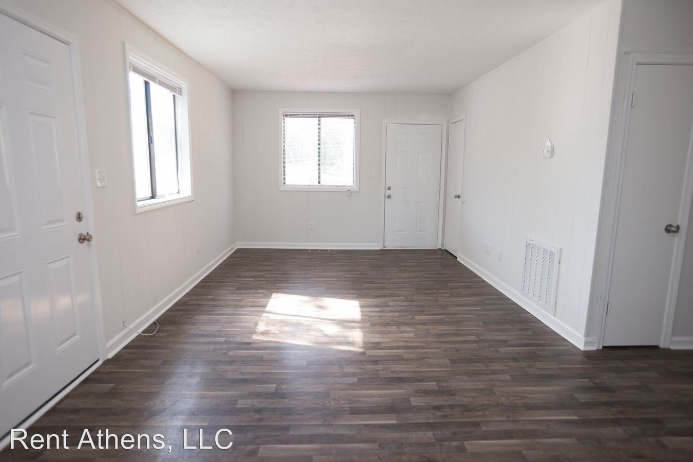 4 Bedrooms 2 Bathrooms Apartment for rent at 210 Spring Court in Athens, GA
