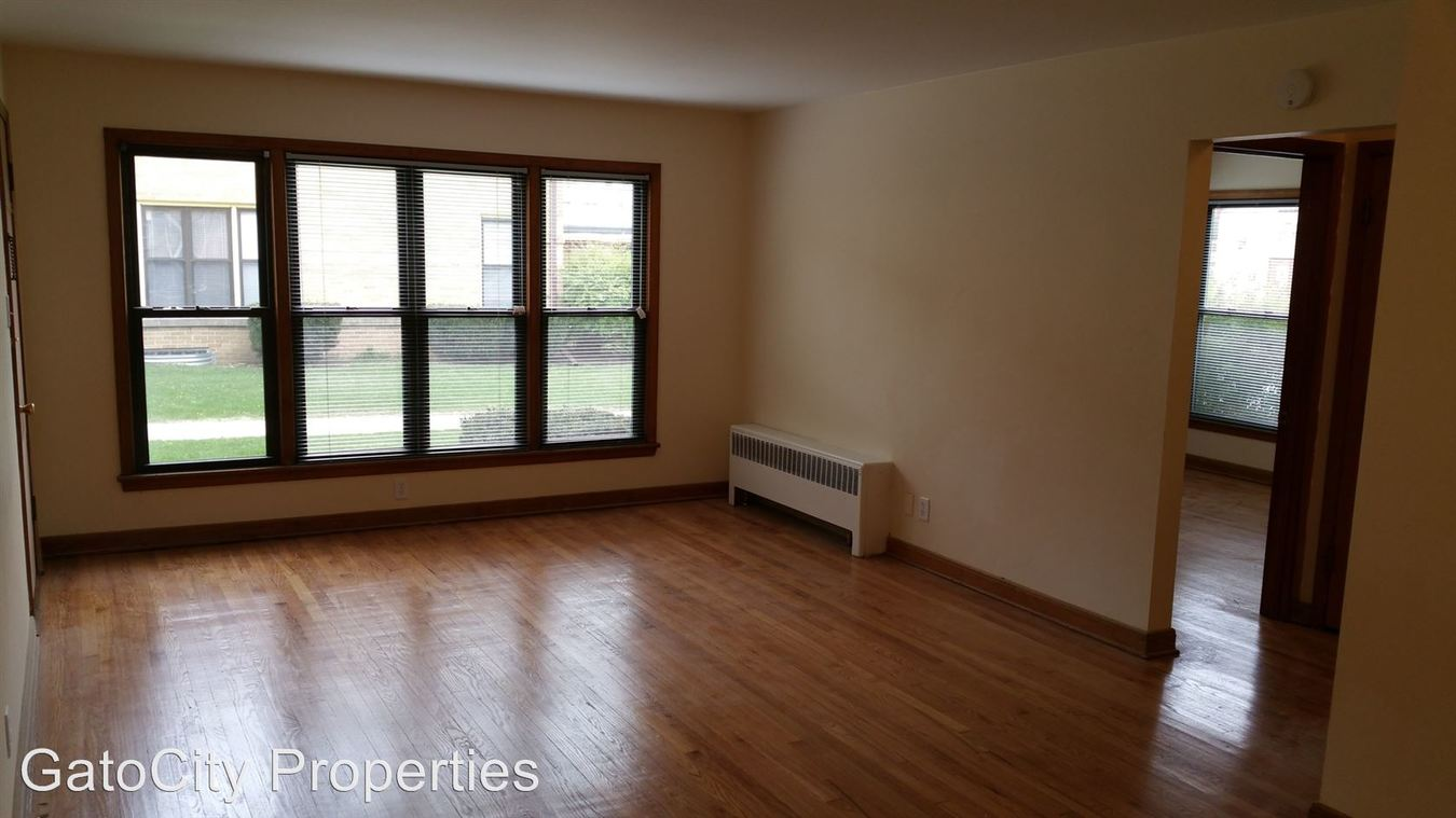 2 Bedrooms 1 Bathroom Apartment for rent at 7254 W Center St in Wauwatosa, WI