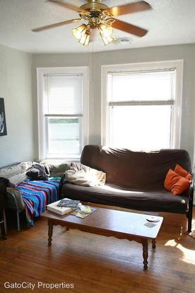 2 Bedrooms 1 Bathroom Apartment for rent at 922 E Wright St in Milwaukee, WI