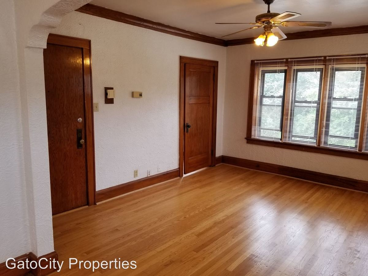 1 Bedroom 1 Bathroom Apartment for rent at 5231 S Lake Dr in Cudahy, WI