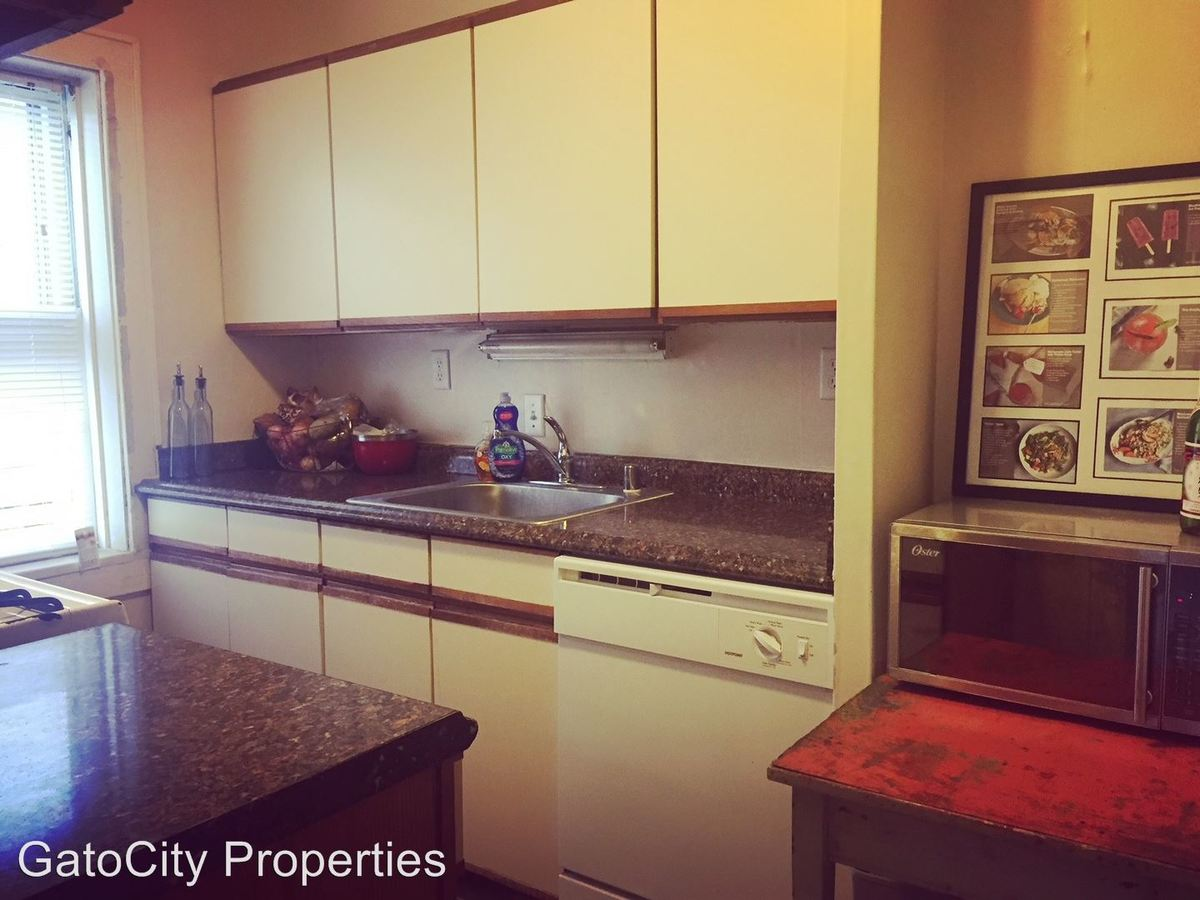 1 Bedroom 1 Bathroom Apartment for rent at 4757 S Lake Dr in Cudahy, WI