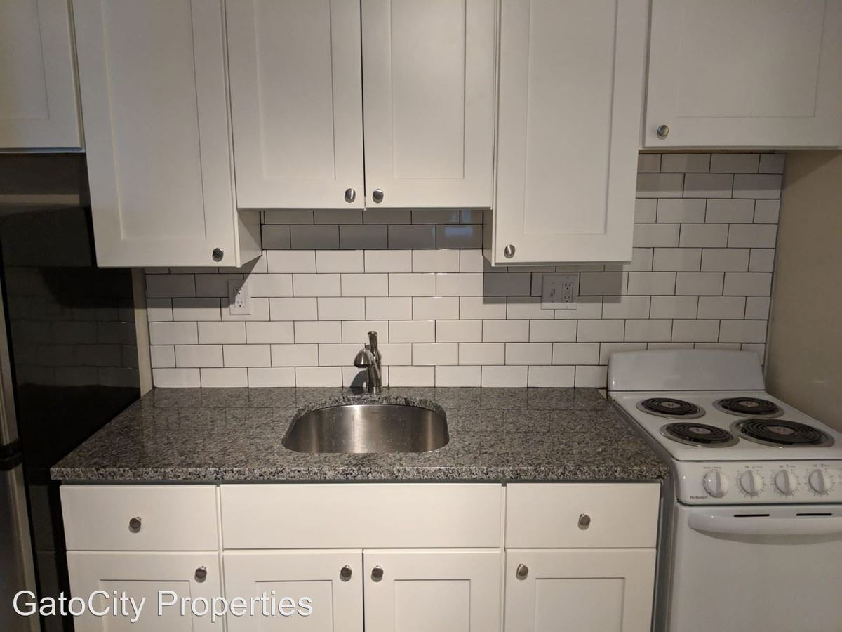 Studio 1 Bathroom Apartment for rent at 944 N 20th St in Milwaukee, WI
