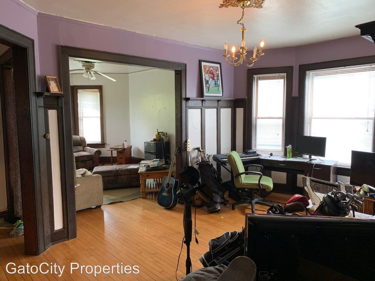 3 Bedrooms 1 Bathroom Apartment for rent at 1838 N Oakland Ave in Milwaukee, WI