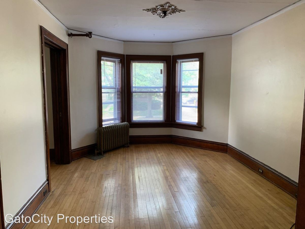 2 Bedrooms 1 Bathroom Apartment for rent at 1838 N Oakland Ave in Milwaukee, WI