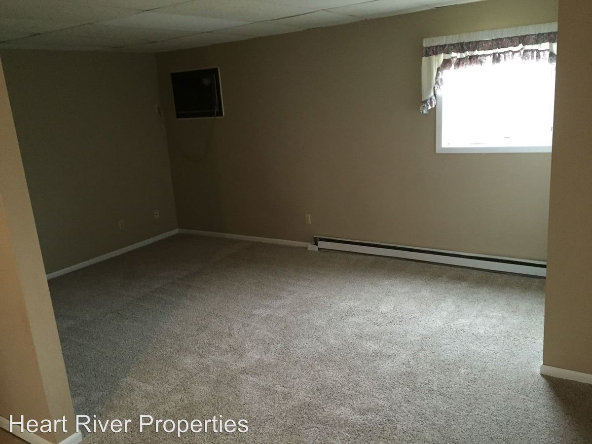 2 Bedrooms 1 Bathroom Apartment for rent at 463 7th St Sw in Dickinson, ND
