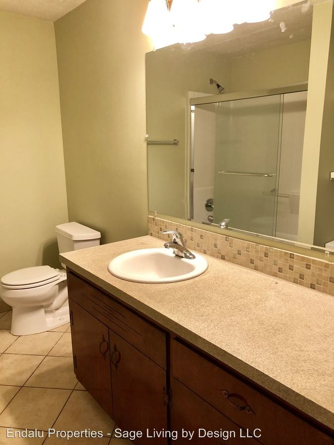 2 Bedrooms 1 Bathroom Apartment for rent at 1012 W 4th Ave in Eugene, OR