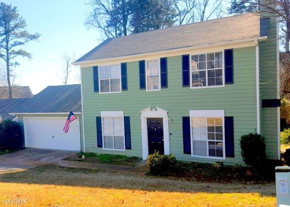 3 Bedrooms 2 Bathrooms House for rent at 2131 Boone Place in Snellville, GA