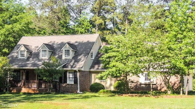 4 Bedrooms 2 Bathrooms House for rent at 6905 Oak Leaf Drive in Fairburn, GA