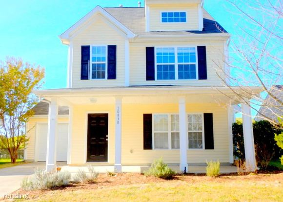 3 Bedrooms 2 Bathrooms House for rent at 10838 Traders Court in Davidson, NC