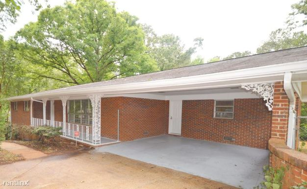 3 Bedrooms 2 Bathrooms House for rent at 636 Ridge Avenue in Stone Mountain, GA