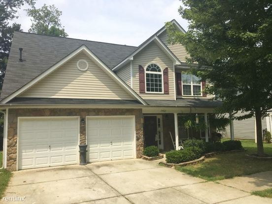 3 Bedrooms 2 Bathrooms House for rent at 19021 Kanawha Drive in Cornelius, NC