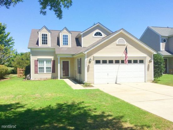 3 Bedrooms 2 Bathrooms House for rent at 12227 Creek Turn Drive in Charlotte, NC