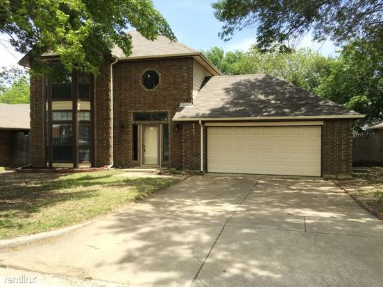 3 Bedrooms 2 Bathrooms House for rent at 6009 Glenwood Drive in Arlington, TX