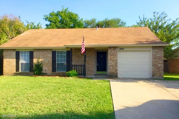 3 Bedrooms 2 Bathrooms House for rent at 2404 Rock Haven Street in Arlington, TX