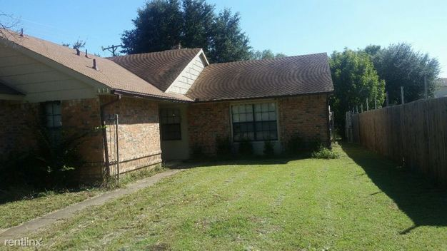 3 Bedrooms 2 Bathrooms House for rent at 493 Vincent Street in Cedar Hill, TX