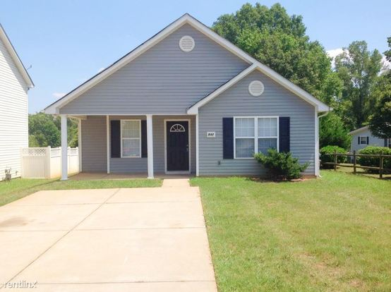 3 Bedrooms 2 Bathrooms House for rent at 842 Lakehill Road in Charlotte, NC