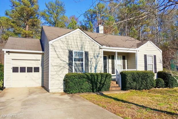 3 Bedrooms 2 Bathrooms House for rent at 45 Hampton Oaks Drive in Hampton, GA
