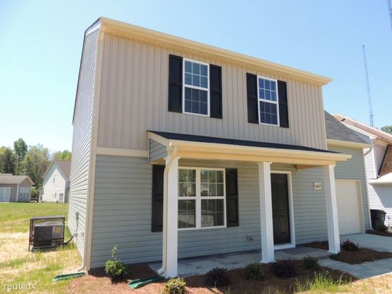 4 Bedrooms 2 Bathrooms House for rent at 6022 Cattail Court in Charlotte, NC