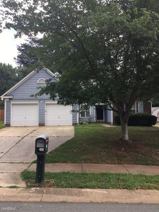 3 Bedrooms 2 Bathrooms House for rent at 6011 Carriage Oaks Drive in Charlotte, NC