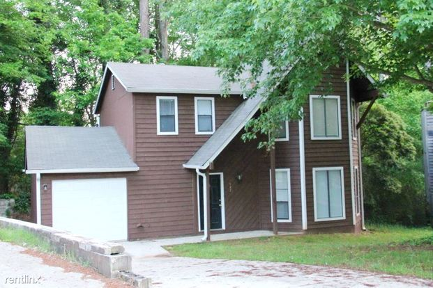 3 Bedrooms 2 Bathrooms House for rent at 947 Lake Drive Court in Stone Mountain, GA