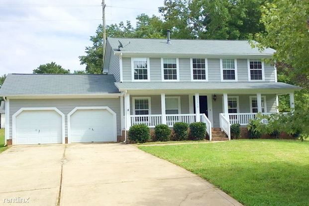 3 Bedrooms 2 Bathrooms House for rent at 13513 Silver King Court in Huntersville, NC