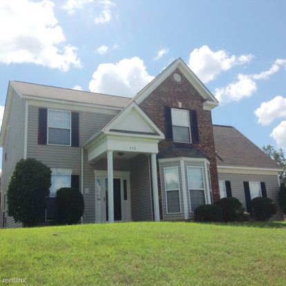 4 Bedrooms 2 Bathrooms House for rent at 113 W Walnut Avenue in Mount Holly, NC