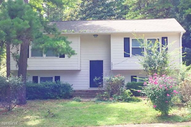 4 Bedrooms 2 Bathrooms House for rent at 6908 Barcliff Drive in Charlotte, NC