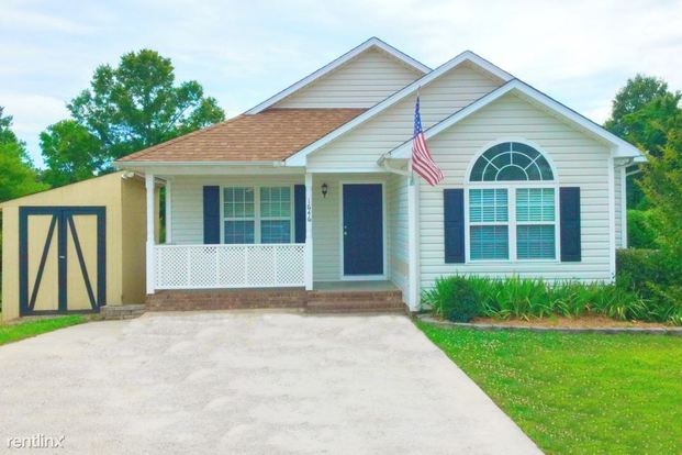 3 Bedrooms 2 Bathrooms House for rent at 1646 Marmot Place in Concord, NC