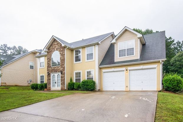 4 Bedrooms 2 Bathrooms House for rent at 5873 Cobalt Drive in Powder Springs, GA