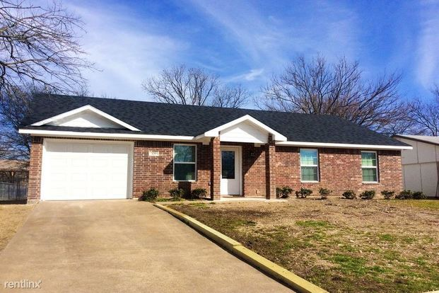 3 Bedrooms 2 Bathrooms House for rent at 129 Yorkshire Drive in Cedar Hill, TX