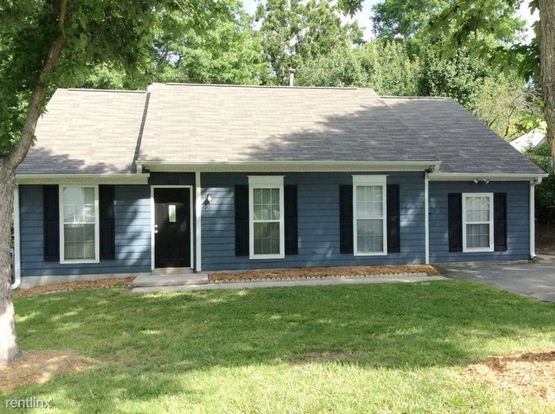 3 Bedrooms 2 Bathrooms House for rent at 14020 Eden Court in Pineville, NC