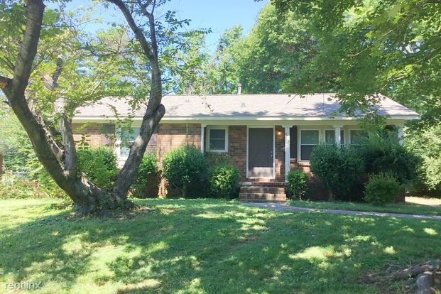 3 Bedrooms 1 Bathroom House for rent at 4714 Brooktree Drive in Charlotte, NC