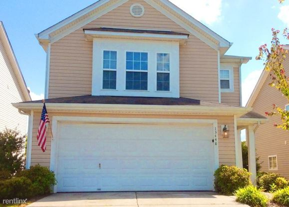 3 Bedrooms 2 Bathrooms House for rent at 13448 Glasgow Green Lane in Charlotte, NC