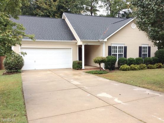 3 Bedrooms 2 Bathrooms House for rent at 7700 Kingston Drive in Waxhaw, NC