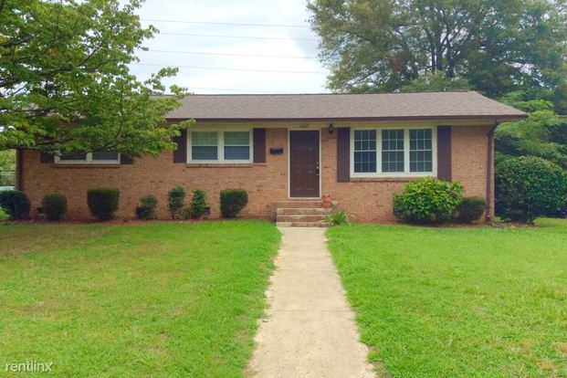 3 Bedrooms 1 Bathroom House for rent at 1200 Echo Glen Road in Charlotte, NC