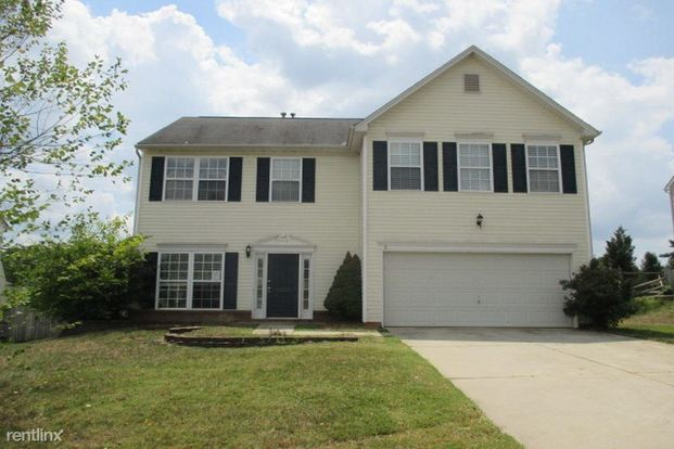 4 Bedrooms 2 Bathrooms House for rent at 5822 Dove Point Drive in Concord, NC