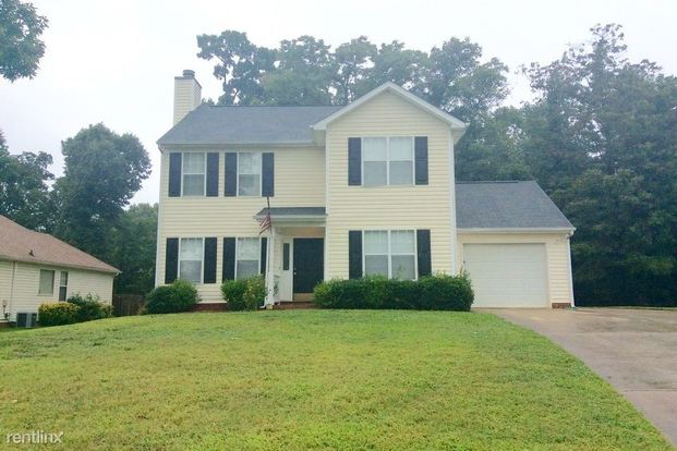 3 Bedrooms 2 Bathrooms House for rent at 8639 Casa Court in Charlotte, NC
