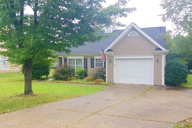 3 Bedrooms 2 Bathrooms House for rent at 1709 Jeffrey Bryan Drive in Charlotte, NC