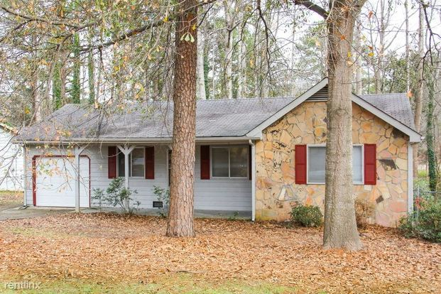 3 Bedrooms 2 Bathrooms House for rent at 8152 Dunellen Lane in Jonesboro, GA
