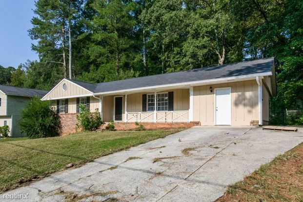 3 Bedrooms 2 Bathrooms House for rent at 3149 Fern Valley Drive Sw in Marietta, GA