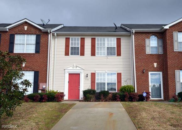 3 Bedrooms 2 Bathrooms House for rent at 7718 Bernardo Drive in Riverdale, GA